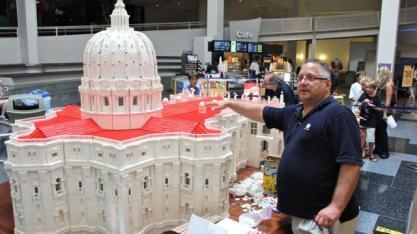 fr-bob-simon-vatican-in-legos